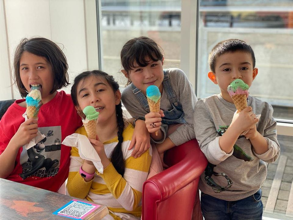 children in Cadwaladers eating ice cream